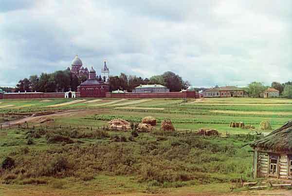 Спасо-Бородинский монастырь. Вид от деревни Семеновское. Бородино. 1911. Фотография С.М.Прокудина-Горского