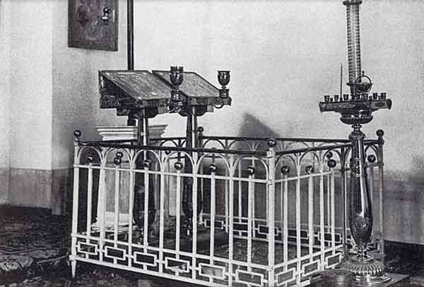 Место захоронения игумении Марии и ее сына в церкви Спаса Нерукотворного. Фотография 1902 года. ГБВИМЗ
