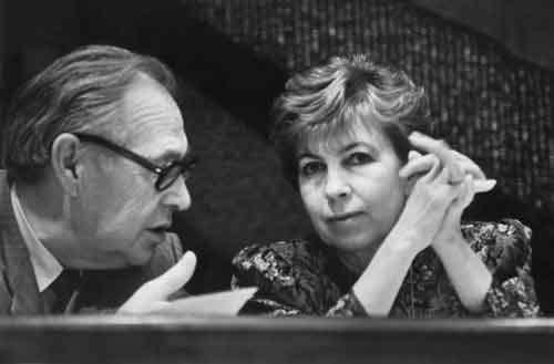 25 декабря 1991 года президент ссср горбачев, как до событий в беловежской пуще, так и после них занимавшийся излюбленным делом - пустопорожней демагогией и активным общением со своими западными