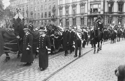 Траурная процессия с прахом императрицы Марии Федоровны на улицах Копенгагена. 19 октября 1928