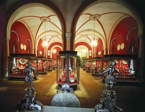Оружейная палата состоит из девяти залов.
