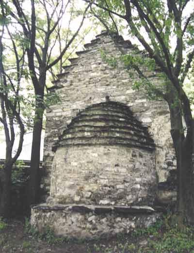 Храм св. Георгия в поселке Дзивгис. Осетия. XII век
